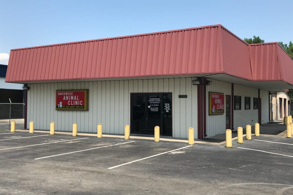 Front exterior view of Underwood Animal Clinic in La Porte, TX