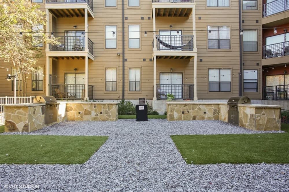 Beautiful bbq area at apartments in Plano, Texas