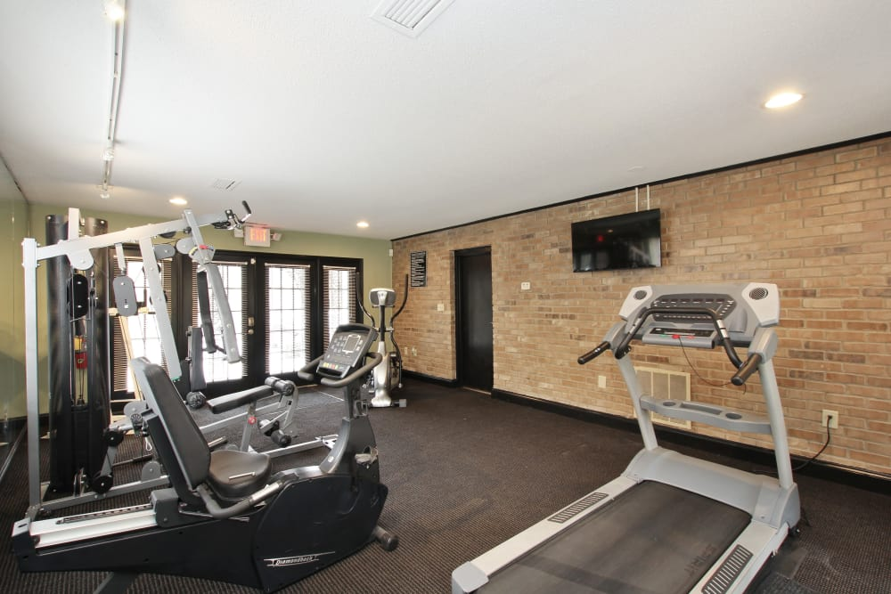 Alturas Embry Hills features a well-equipped fitness center in Doraville, Georgia