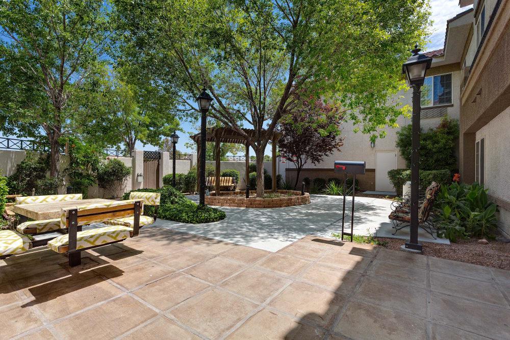 Heritage Springs courtyard in Las Vegas, NV