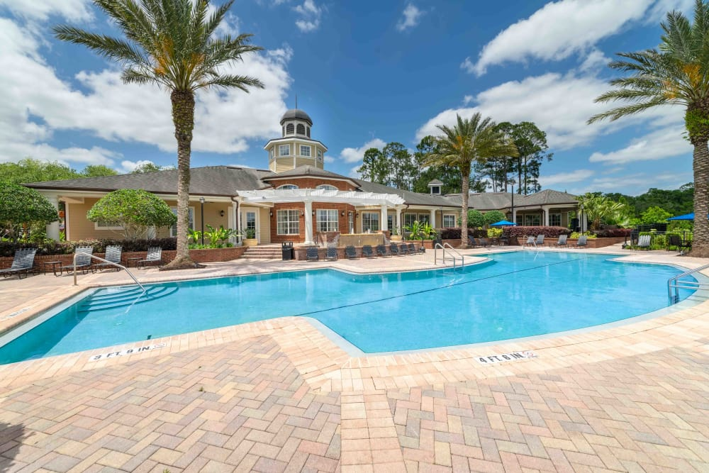Apartments with a swimming pool at Integra Landings