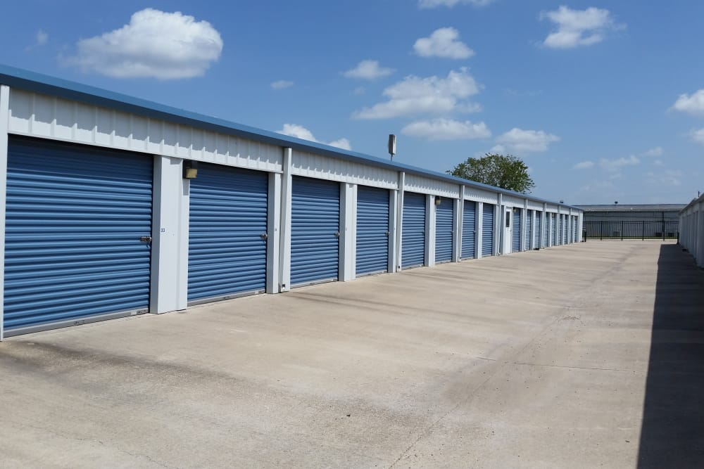 Exterior units at Store It All Self Storage - Del Valle in Del Valle, TX