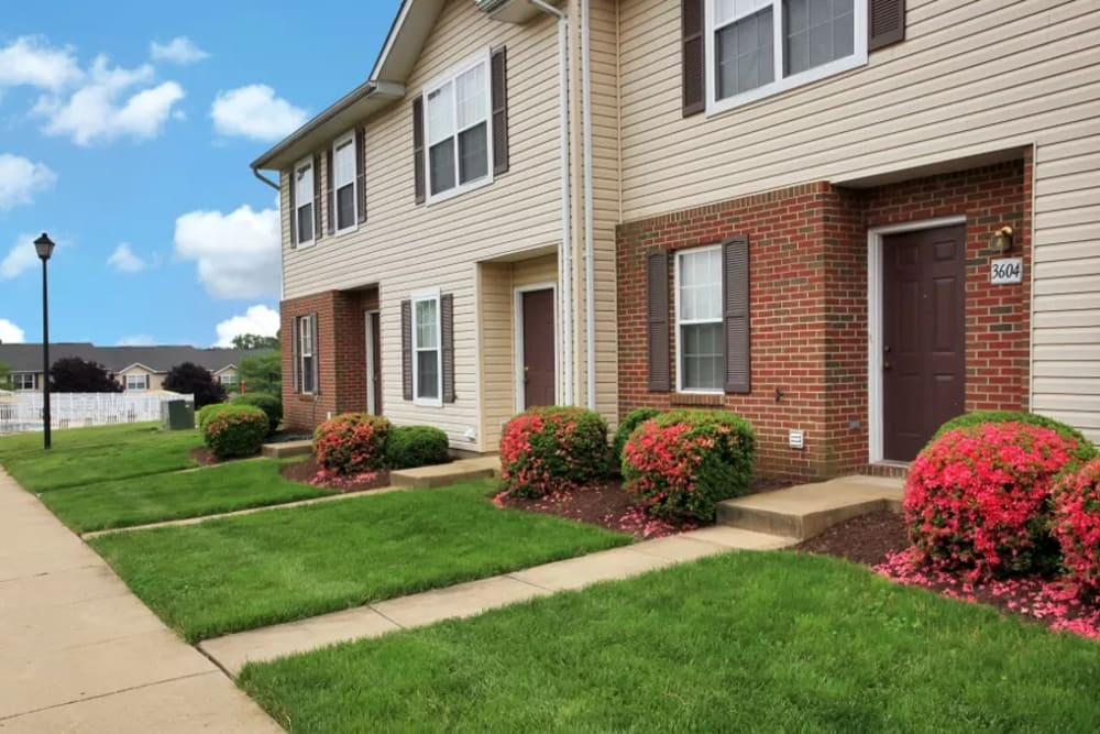 Timber Ridge townhomes and green lawns in Fredericksburg