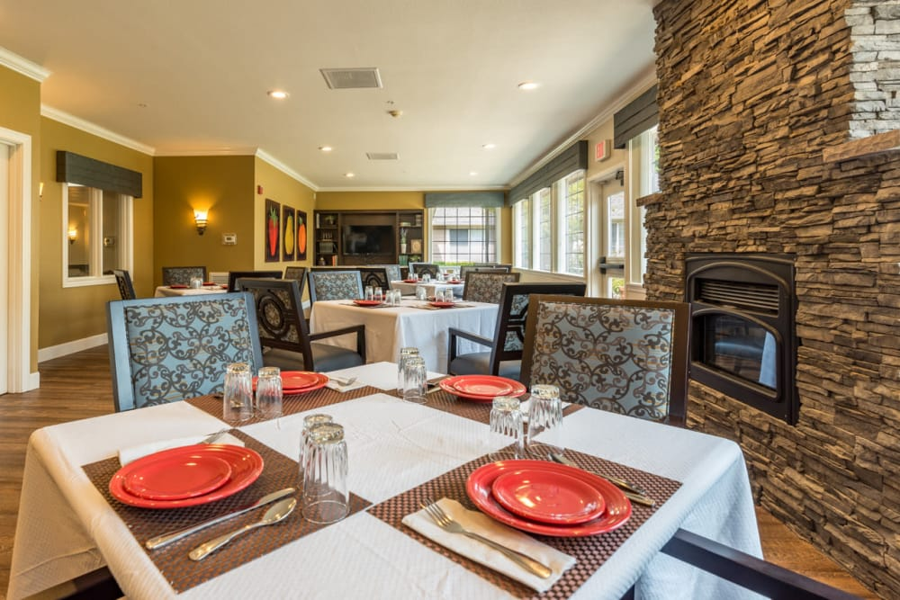 Dining area at Pacifica Senior Living McMinnville in McMinnville, Oregon