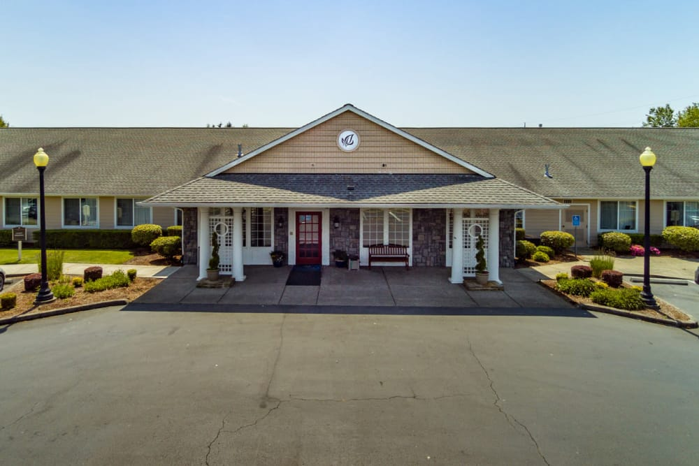 Exterior view of Pacifica Senior Living McMinnville in McMinnville, OR