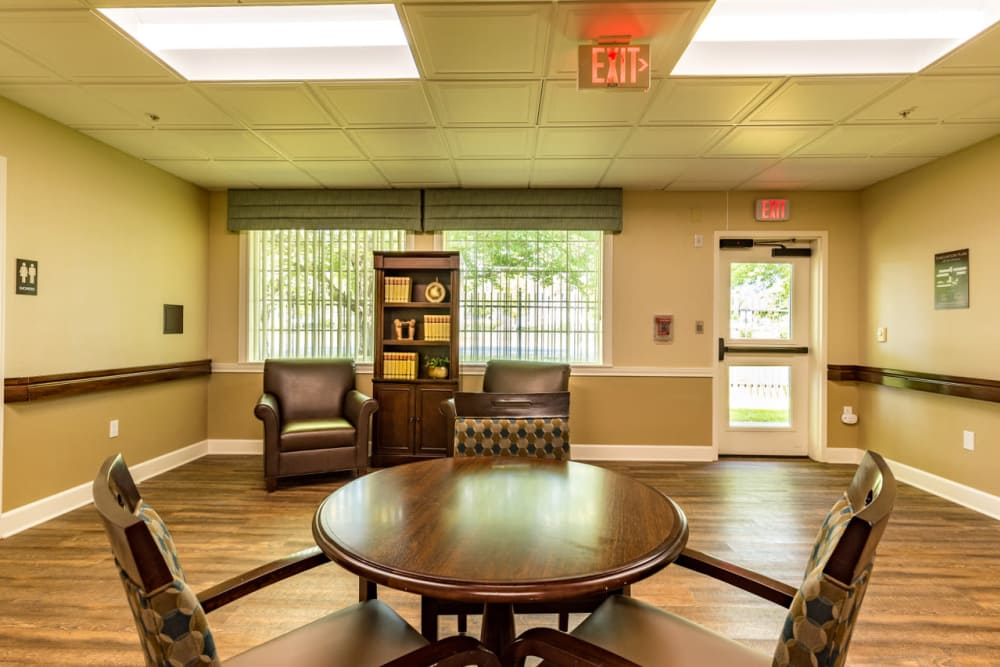 Common room at Pacifica Senior Living McMinnville in McMinnville, Oregon