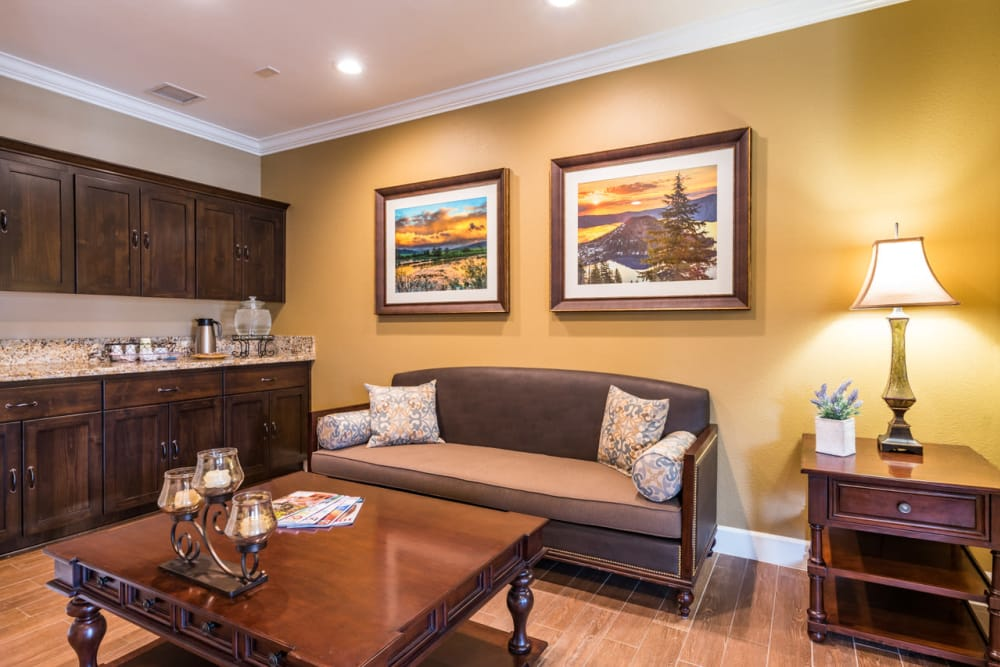 Lounge at Pacifica Senior Living McMinnville in McMinnville, Oregon