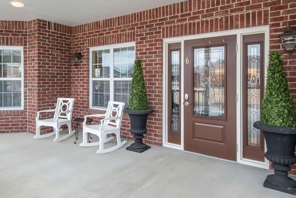 La Bonne Maison Senior Living offers a independent living facility with a patio in Sikeston, Missouri