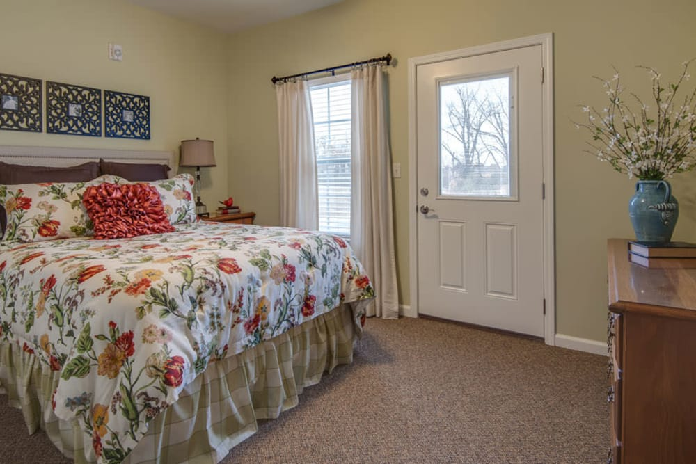 Twin bedroom at La Bonne Maison Senior Living in Sikeston, Missouri