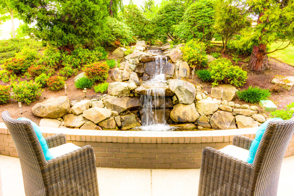 Outdoor sitting area at Harbour Pointe Senior Living