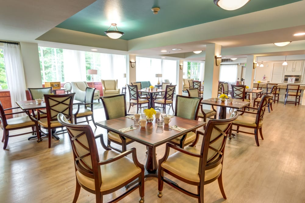 Schedule a complimentary lunch with your tour of Harbour Pointe Senior Living!
