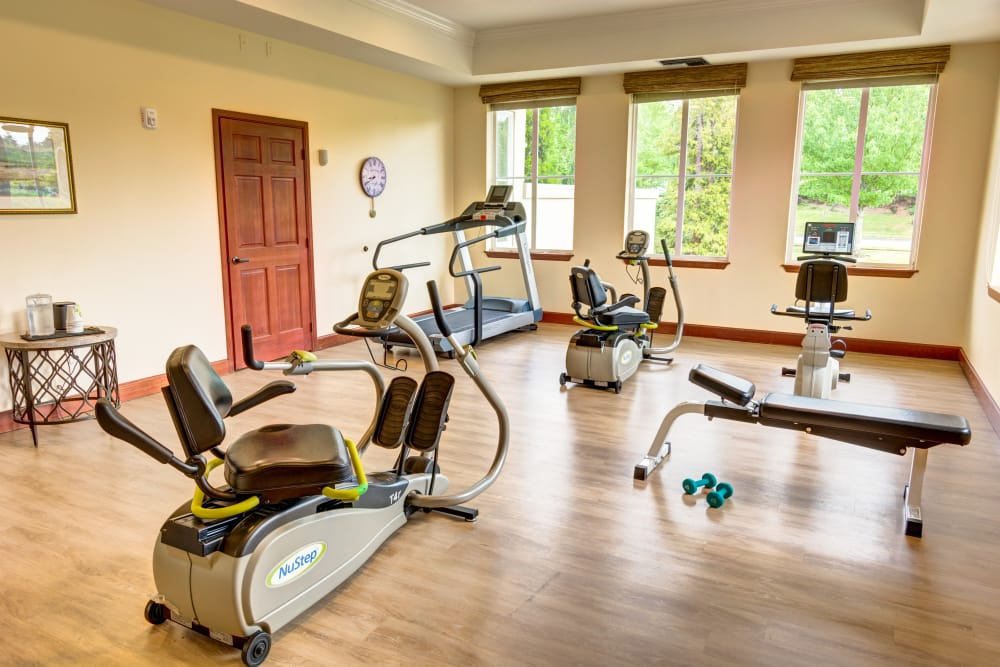 Stay active and healthy at Harbour Pointe Senior Living