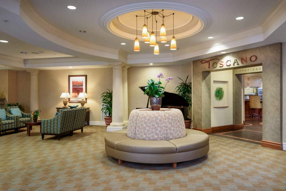 Spacious Lobby at The Bellettini in Bellevue, Washington