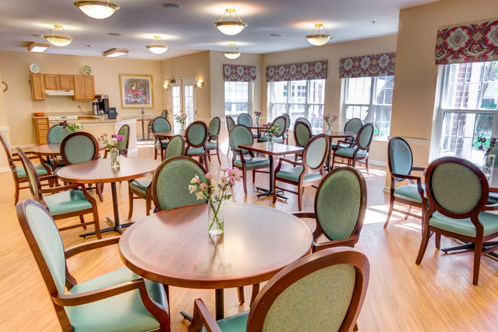 Our Memory Care program at Symphony at Olmsted Falls includes one on one service at meal time.