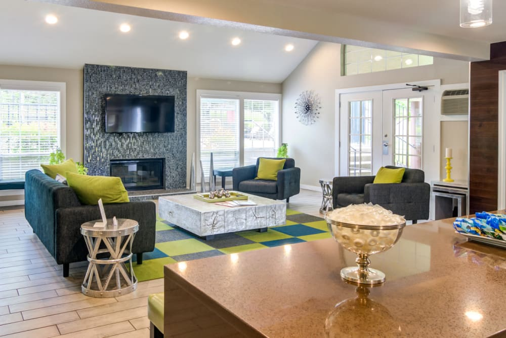 Living room at Sofi Lake Oswego in Lake Oswego, OR