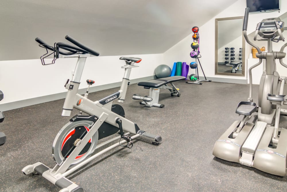 Fitness center at Sofi Lake Oswego in Lake Oswego, OR