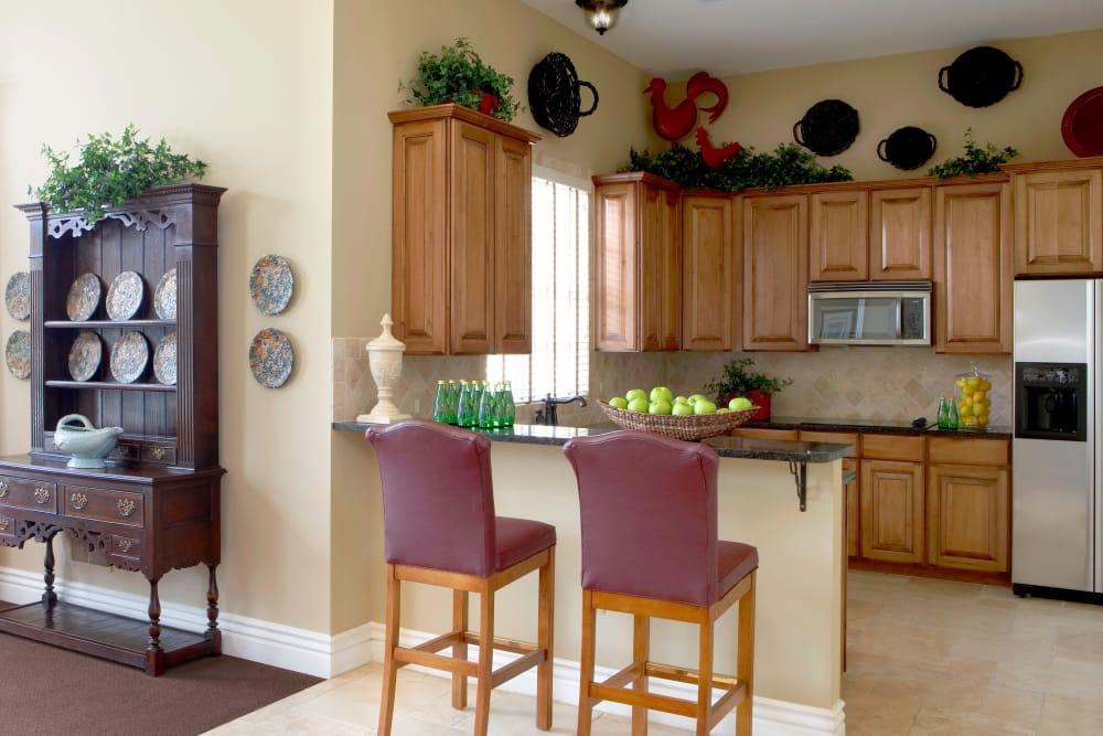 Breakfast bar and kitchen at Legends Rosewood Village in Ypsilanti, MI