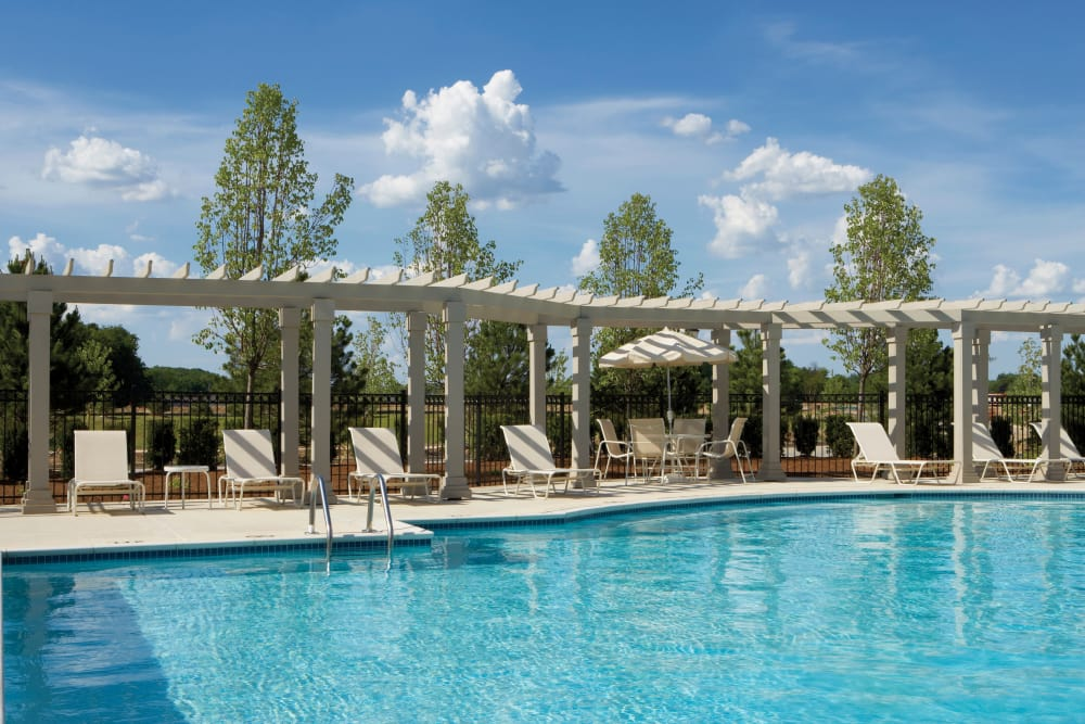 Swimming pool and poolside lounging at Legends Rosewood Village in Ypsilanti, MI