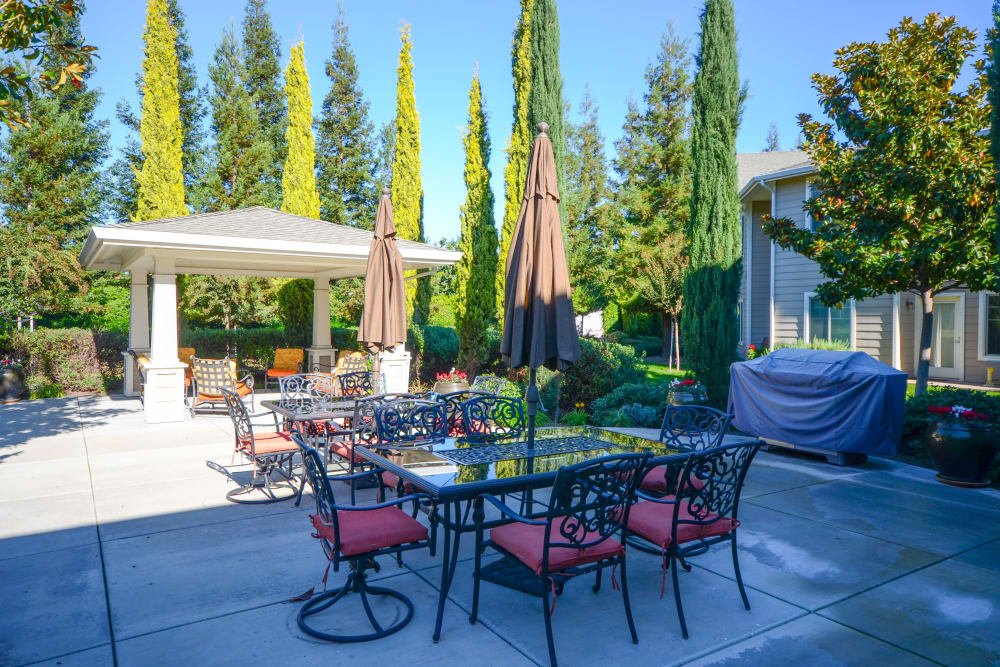 Outdoor table and pergola at The Commons at Union Ranch in Manteca, California