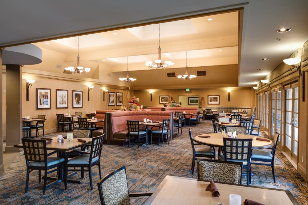 The Reserve at Thousand Oaks in Thousand Oaks, California offer dining services