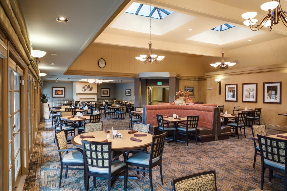 Dining room at The Reserve at Thousand Oaks in Thousand Oaks, California
