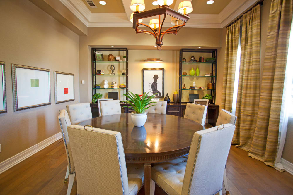Community dining room at Legends Lake Mary in Lake Mary, FL