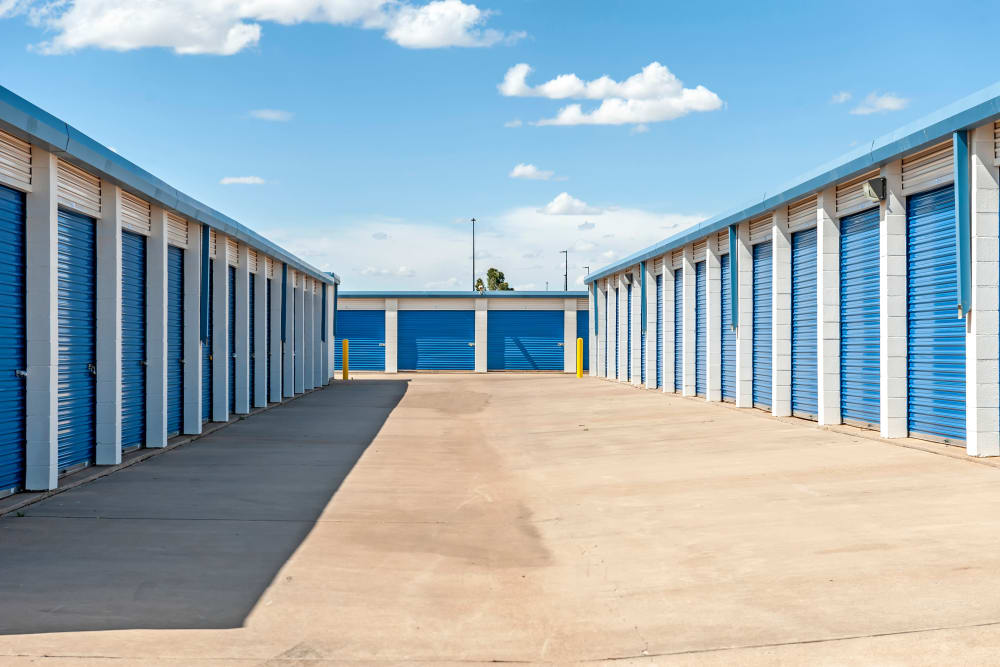 Exterior drive up units at Metro Self Storage in Plainview, Texas