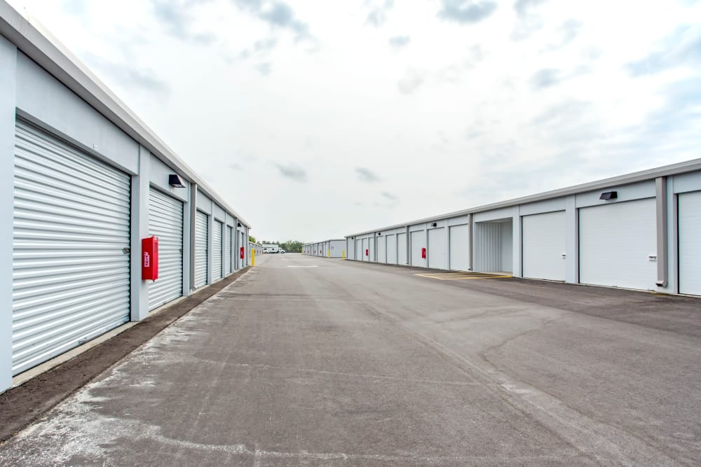 Exterior drive up units at Metro Self Storage in Orlando, Florida