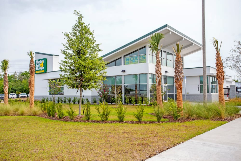Facility building at Metro Self Storage in Orlando, Florida