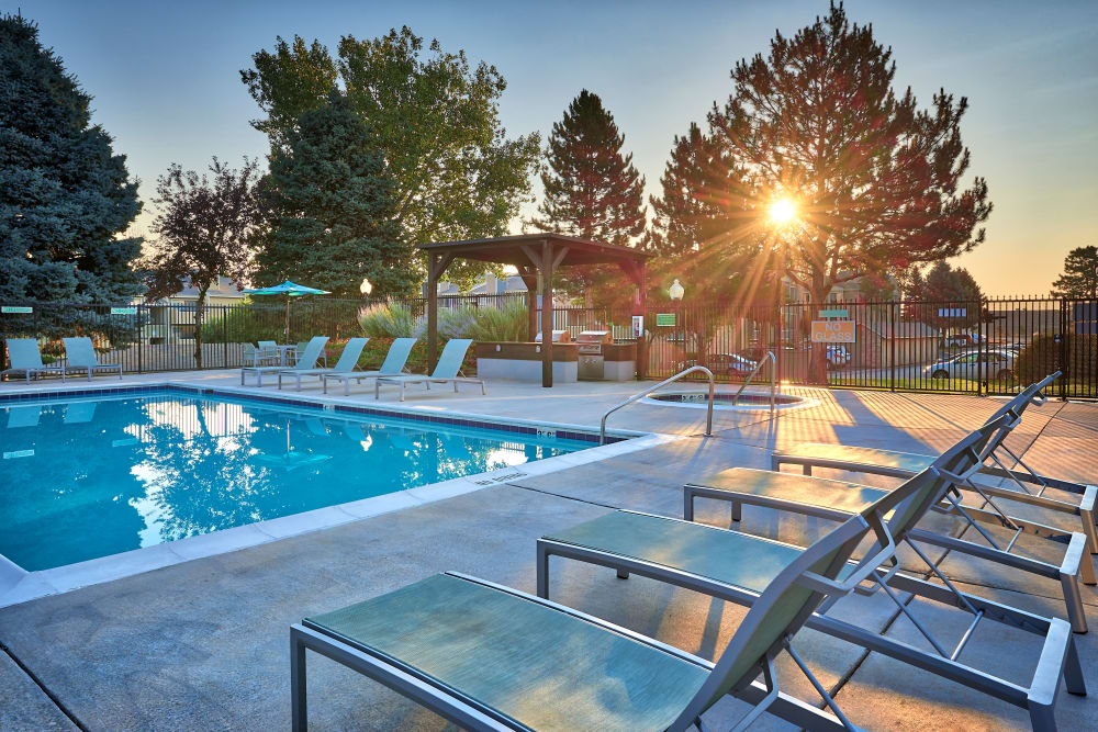 A bbq area that is great for entertaining at Alton Green Apartments in Denver, CO