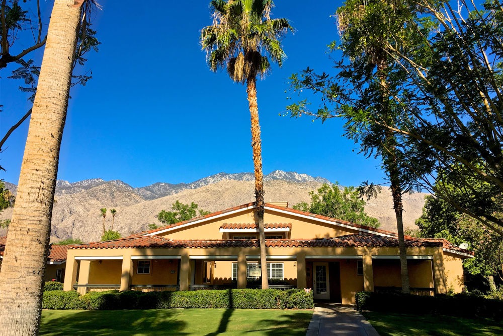 Front entrance at Pacifica Senior Living Palm Springs in Palm Springs, California