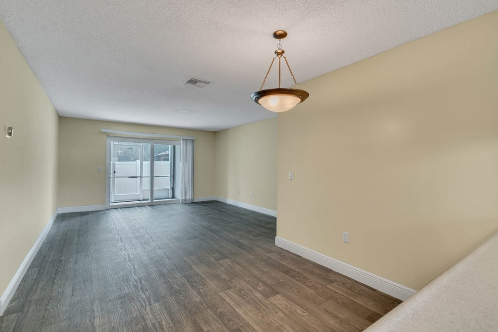 Beautiful apartments with hardwood floors in Altamonte Springs, Florida