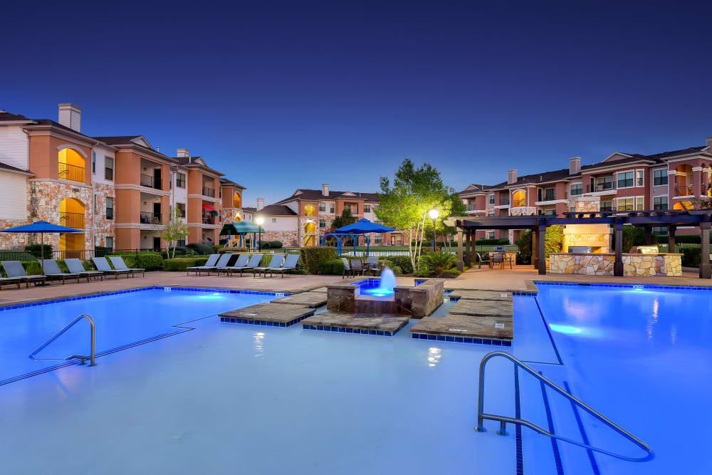Beautiful night view of Onion Creek Luxury Apartments in Austin, Texas