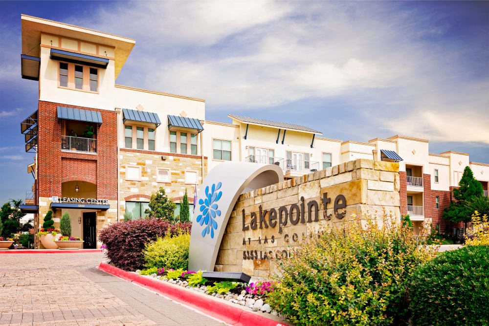 Exterior of Lakepointe at Las Colinas