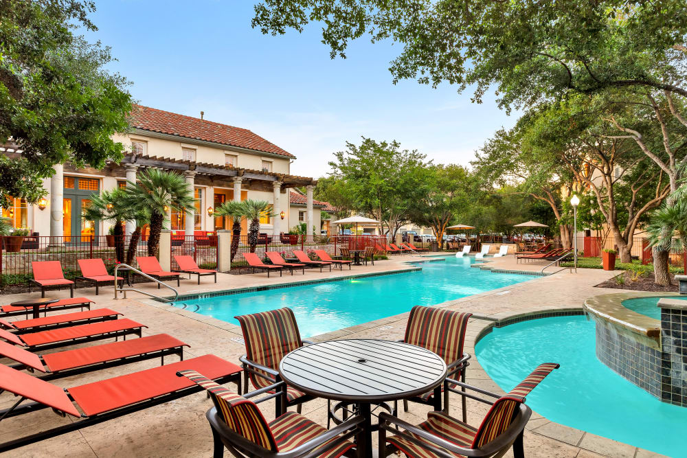 Awesome swimming pool at Sedona Ranch Apartments in San Antonio, Texas