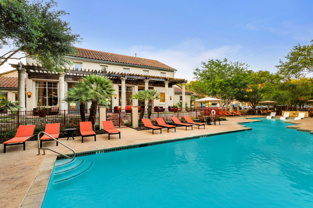 Swimming pool at Sedona Ranch Apartments in San Antonio, Texas