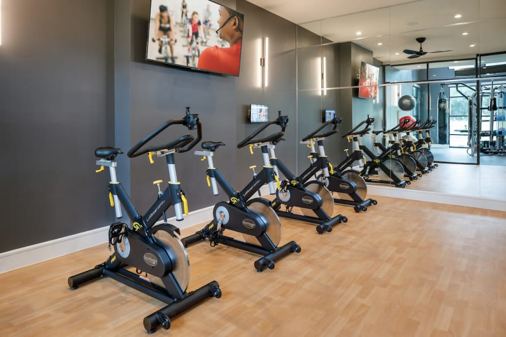 Exercise equipment at Ascent Cresta Bella in San Antonio, Texas
