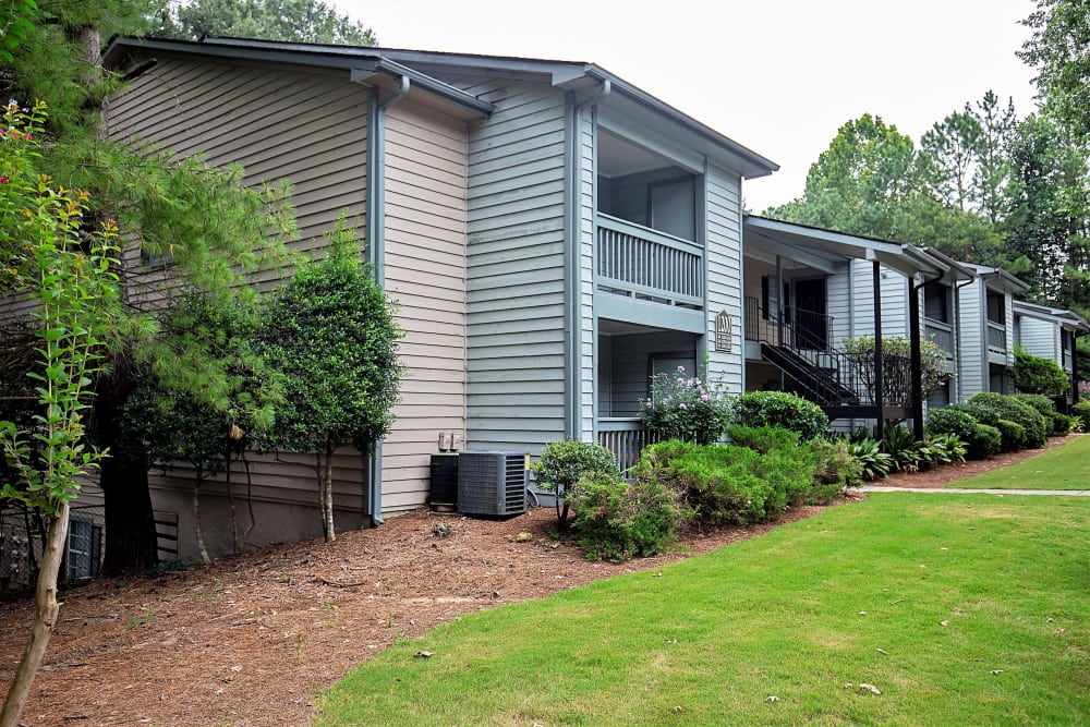 Exterior view of apartments at Lake Crossing in Austell, Georgia