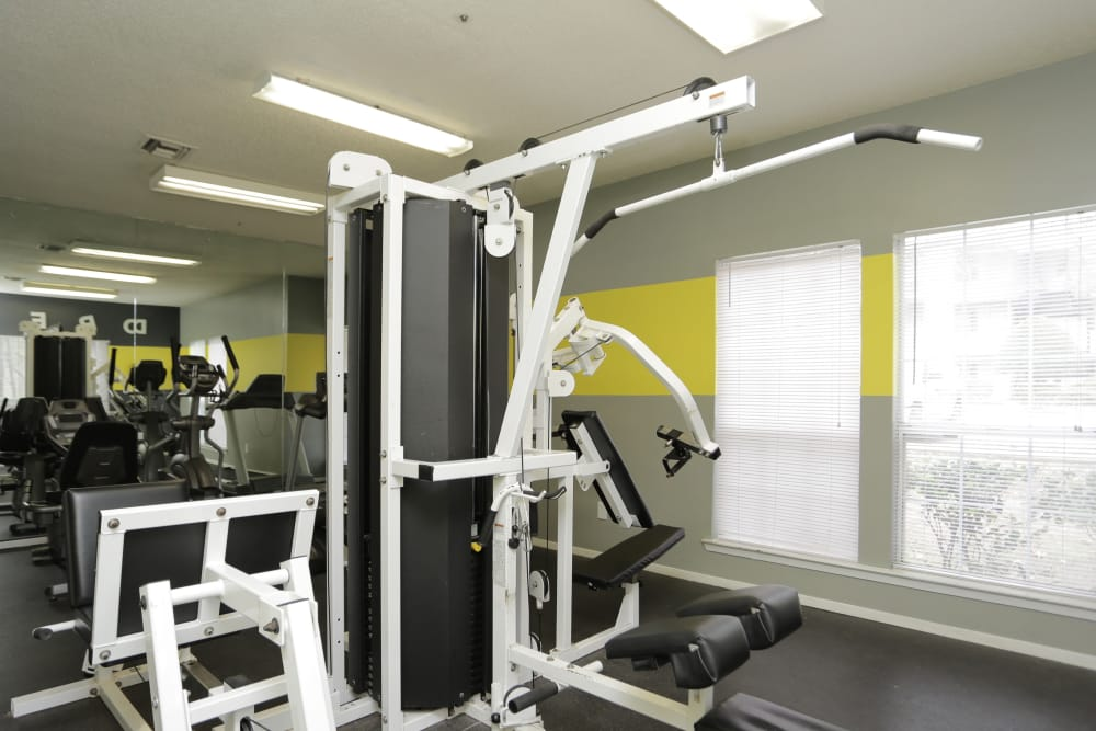 Lake Crossing offers a modern fitness center in Austell, Georgia
