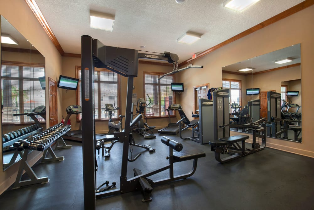 Fitness center at Panther Effingham Parc Apartments in Rincon, GA
