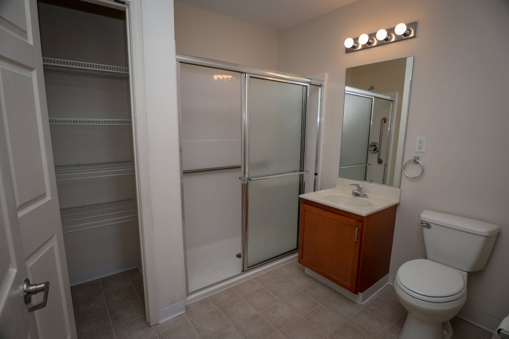 Cozy apartments with a bathroom at Turtle Creek Apartments in Getzville, New York