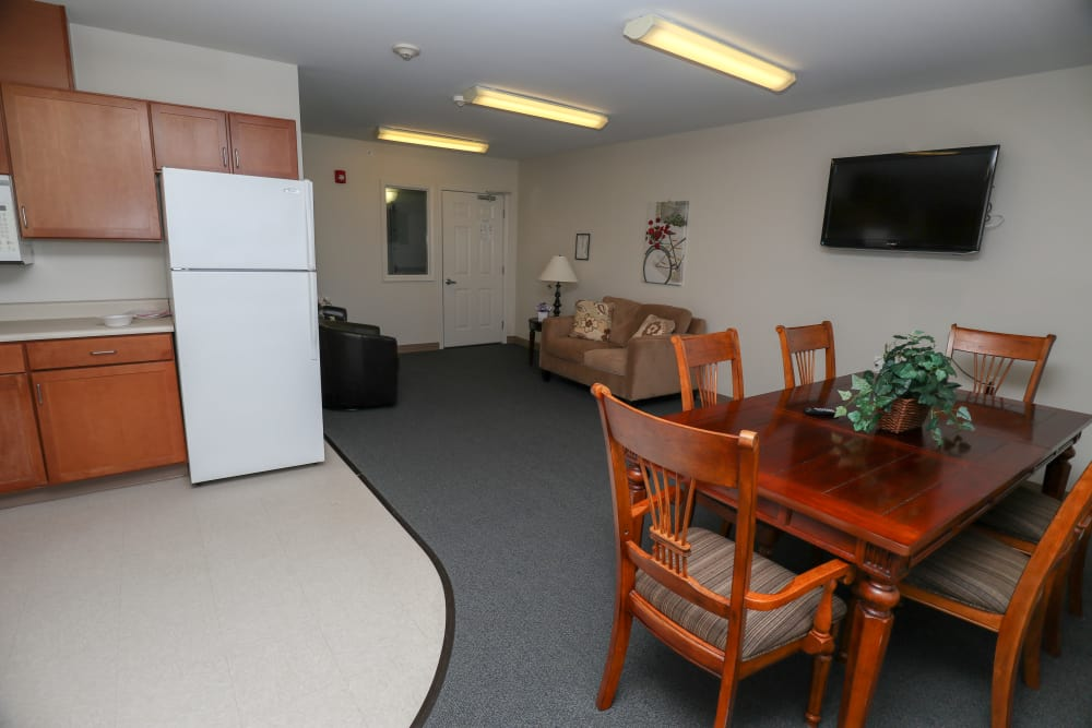 Modern apartments with a kitchen and dining table at Turtle Creek Apartments in Getzville, New York
