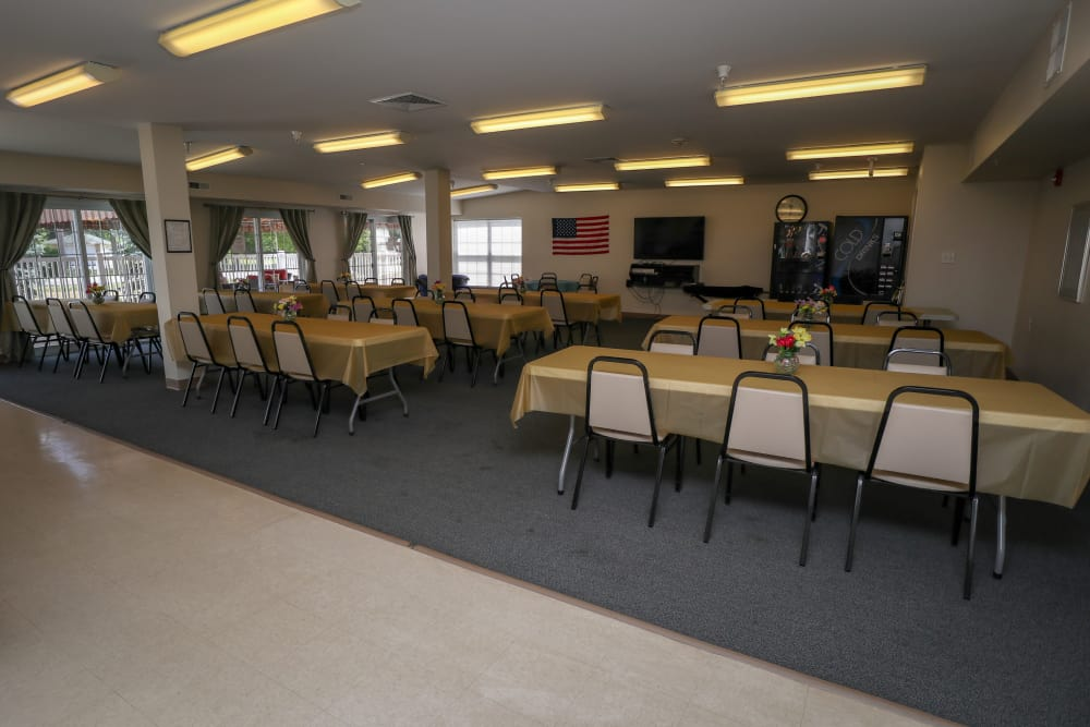 Turtle Creek Apartments offers a spacious dining room in Getzville, New York