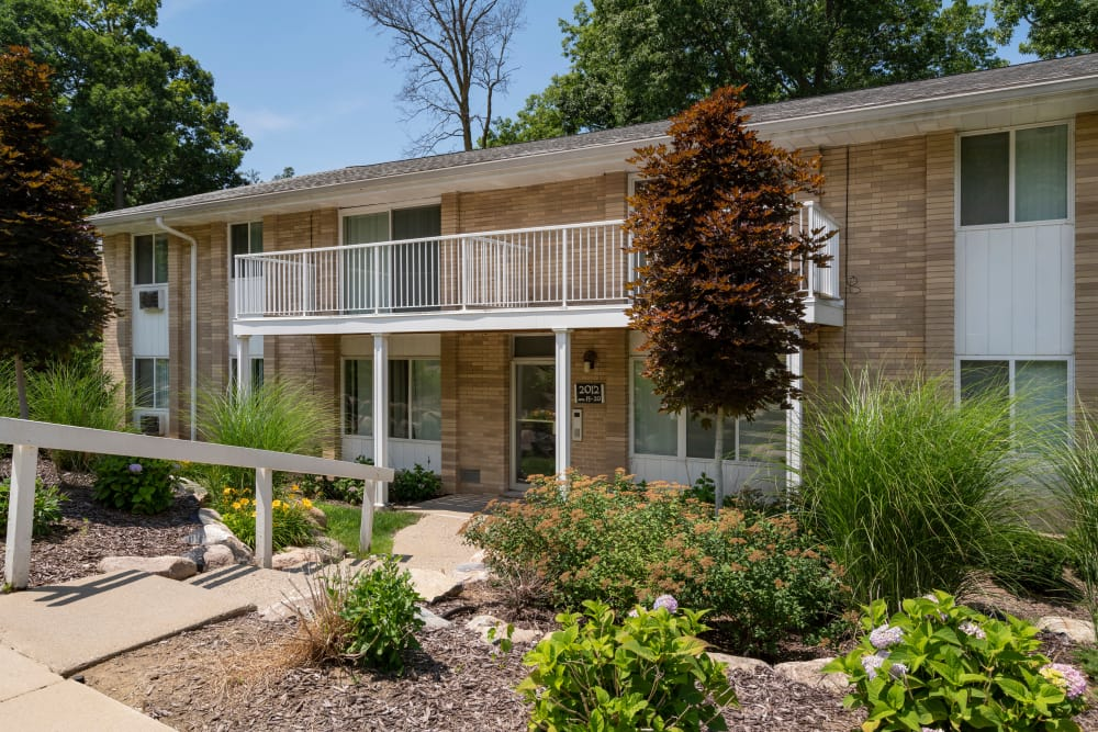 Exterior view of aparment and gardens at Ann Arbor Woods Apartments in Ann Arbor, Michigan