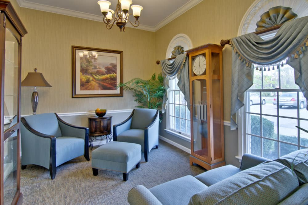 Quiet reading area at Parkside Senior Living in Rolla, Missouri