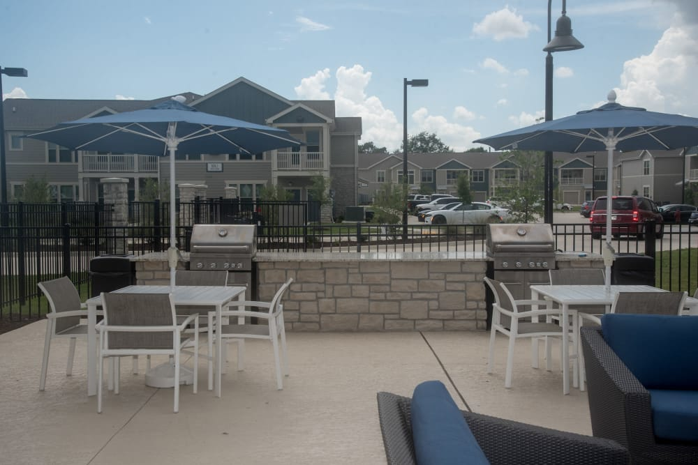 Outdoor patio at Springs at Country Club