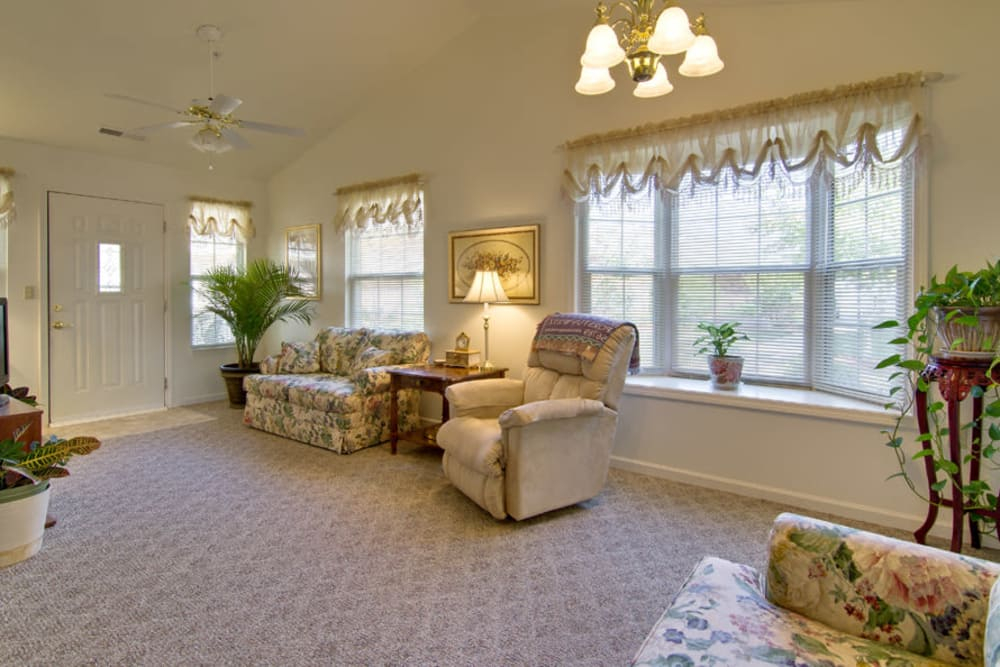 Sitting area at Foxberry Terrace Senior Living in Webb City, Missouri