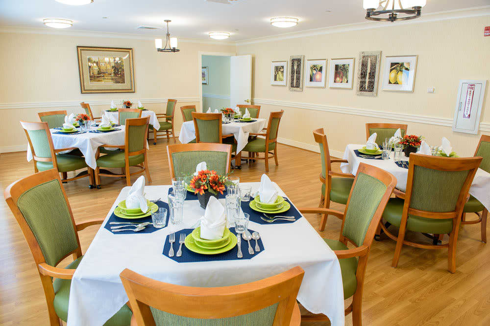 Dining hall with green chairs at Artis Senior Living of Bartlett in Bartlett, Illinois