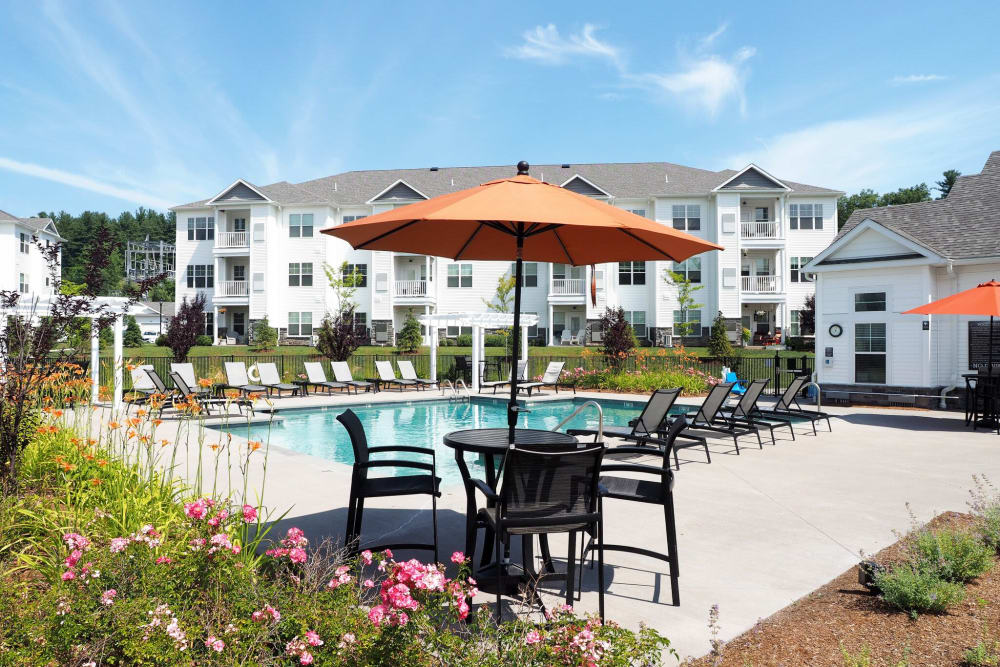Beautiful dinning place close to the swimming pool at The Pointe at Dorset Crossing in Simsbury, Connecticut
