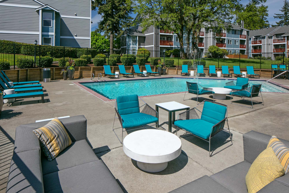 Comfortable outdoor seating near the pool at Heatherbrae Commons in Milwaukie, Oregon